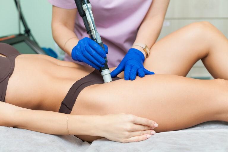 bikini 768x512 1 - Як безболісно видалити волосся з надчутливих ділянок тіла?